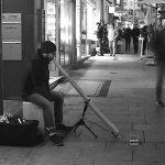 Philipp Gerisch - Straßenmusik in Halle, 2015. (Foto: Thomas Schult)